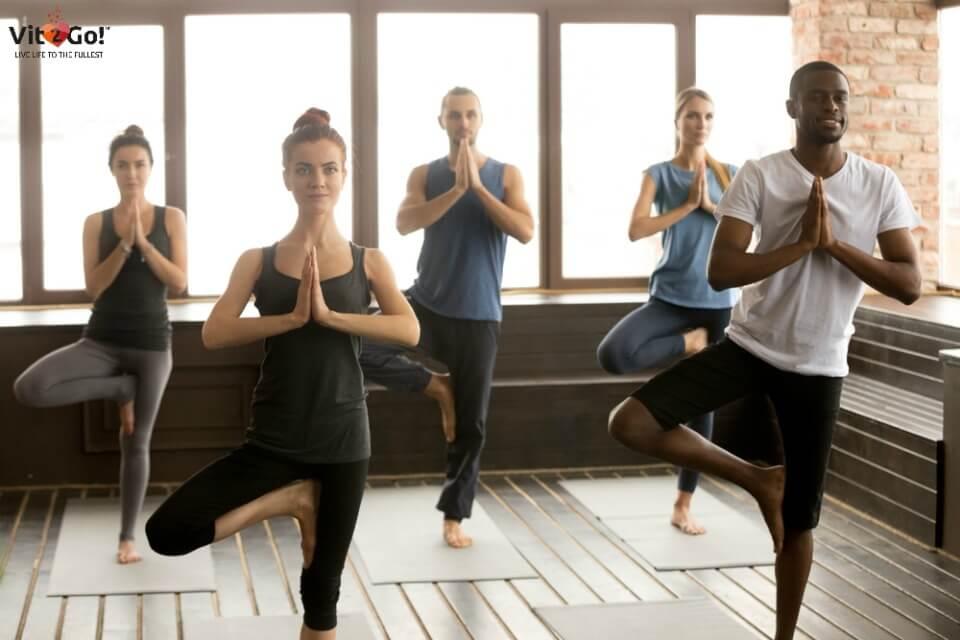 Yoga-Übungen mit ihrer Wirkung auf Gesundheit und Fitness