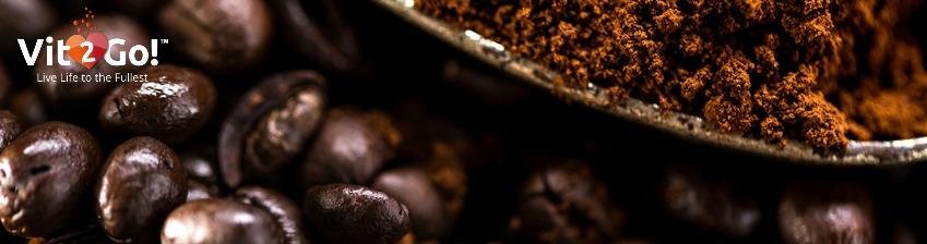 Frischer Kaffee und Kaffeebohnen.