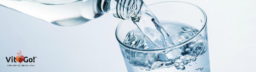 Volles Glas Wasser
